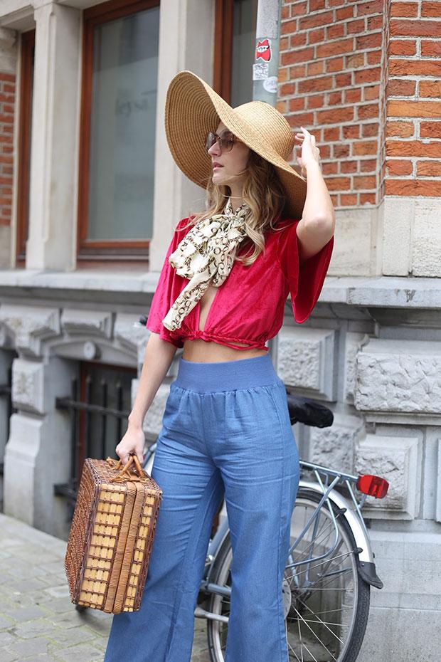 เสื้อ Delphine, กางเกง Airydress, หมวก Zara, รองเท้า Jacquemus