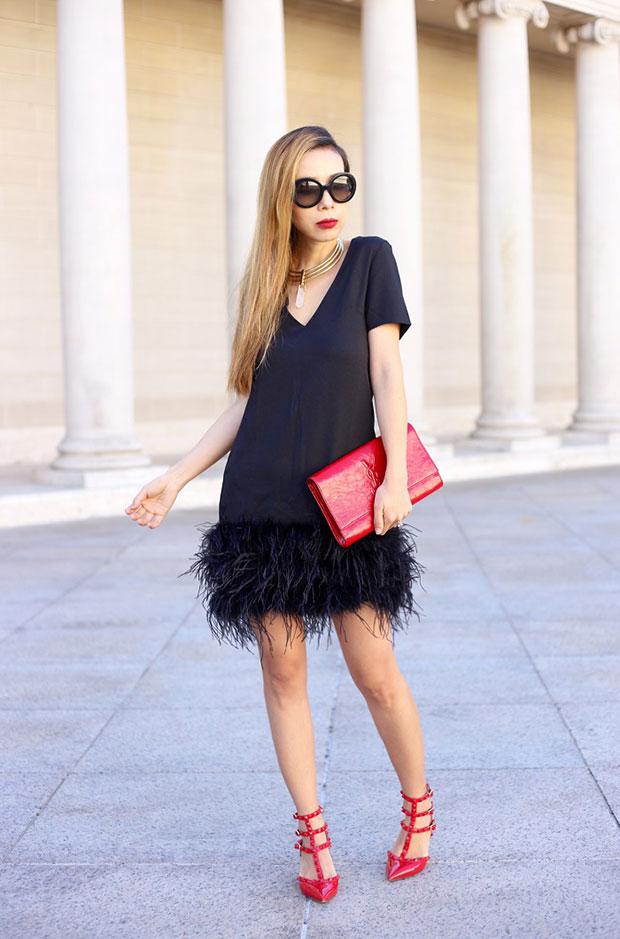 เสื้อสูท Chelsea28, รองเท้าส้นสูง Valentino, กระเป๋า Saint Laurent, แว่นตากันแดด Prada