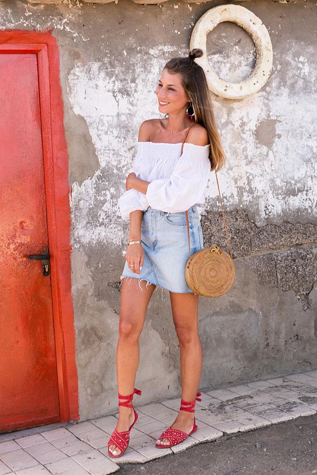 เสื้อ H&M, กระโปรง Bershka, รองเท้า Maje, ต่างหู Pull & Bear, กระเป๋า Kokokarma