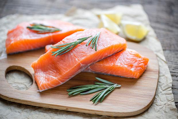 ปลาแซลมอนป้องกันสิว