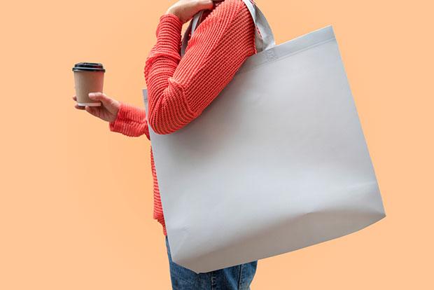 เกิดอะไรขึ้นกับร่างกายหากสะพายกระเป๋าหนักเกินไป