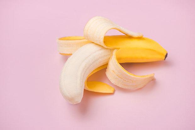 เส้นใยขาวๆที่อยู่บนกล้วยคือเนื้อเยื่อลำเลียงอาหาร