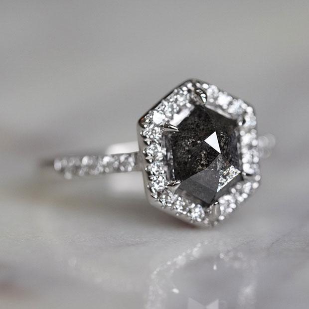 ดำ แหวน