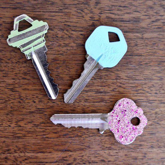 ระบายสีกุญแจด้วยน้ำยาทาเล็บ