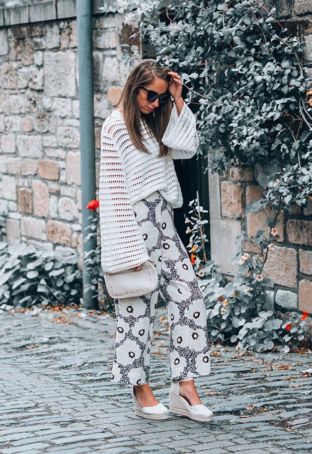 เสื้อ H&M, กางเกง H&M, รองเท้า Castañer