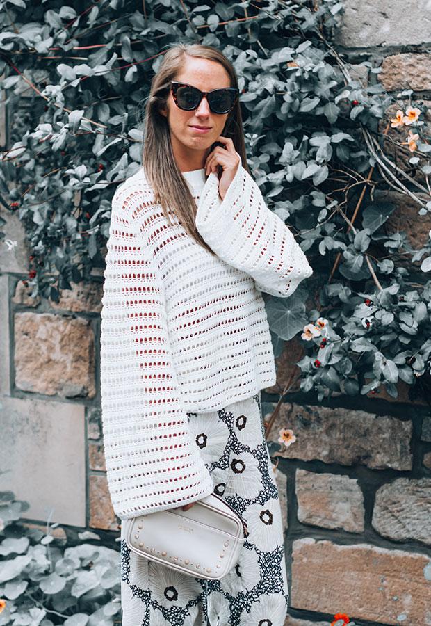 เสื้อ H&M, รองเท้า Castañer, กางเกง H&M