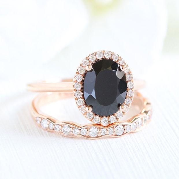 แหวนสีดำ