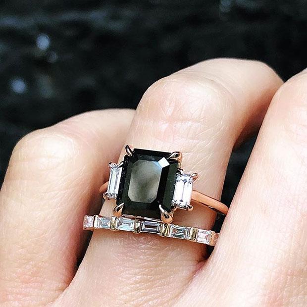 แหวนหมั้นดำ