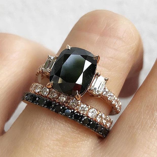 แหวนหมั้นสีดำสำหรับเจ้าสาวผู้สร้างกฎด้วยตัวเอง
