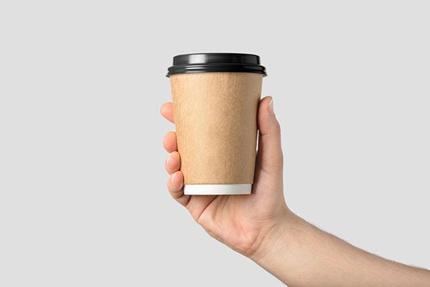 ถ้วยกาแฟพลาสติกจากร้านสะดวกซื้อ