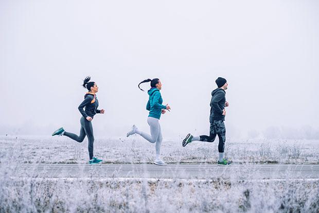 วิ่งกลางแจ้งดีกว่าบนลู่วิ่งจริงหรือ