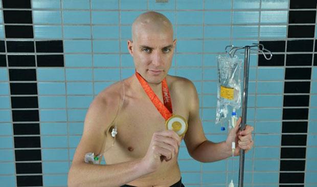 ว่ายน้ำเพื่อระดมทุนก่อตั้งกองทุนวิจัยโรคมะเร็ง