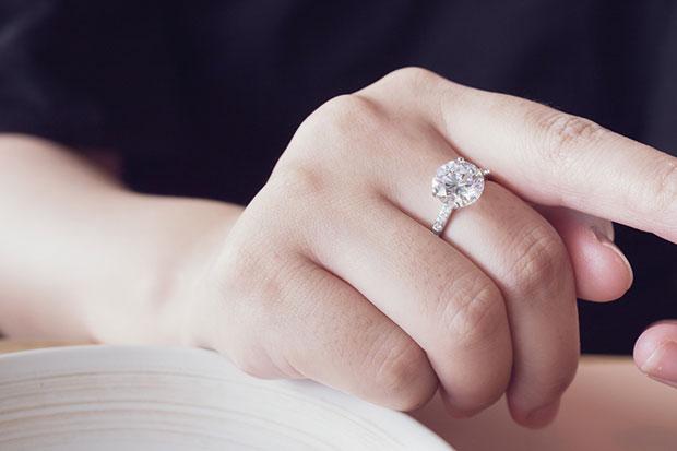 เหตุใดเพชรเลี้ยงจึงนิยมสูงสุดในการทำแหวนหมั้น