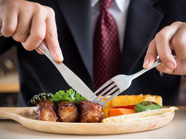 การรับประทานอาหารวันละมื้อและอดทั้งสุดสัปดาห์