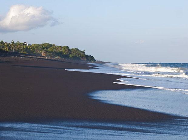 หาดทรายดำ บาหลี อินโดนีเซีย
