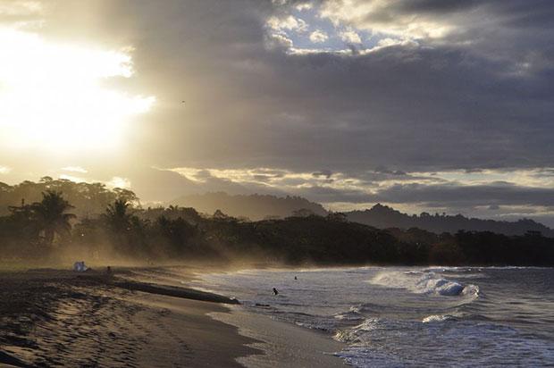 หาดทรายดำ ปลาญา เนกรา คอสตาริก้า