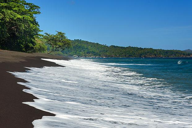 หาดทรายดำ พื้นที่อนุรักษ์ธรรมชาติตังโกโก อินโดนีเซีย