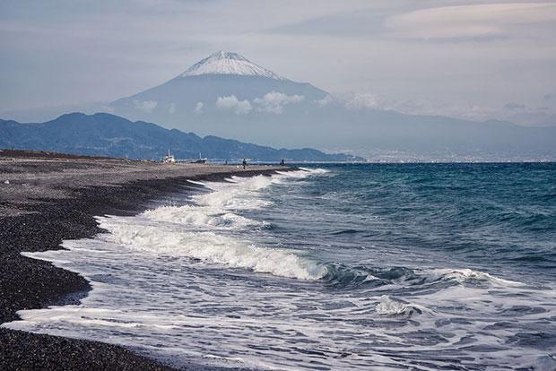 หาดทรายดำ มิโฮะโนะมัตสุบะระ ญี่ปุ่น