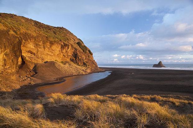 หาดทรายดำ หาดคาเรคาเร นิวซีแลนด์