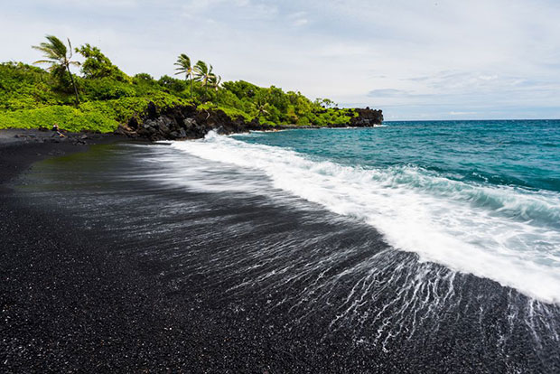 หาดทรายดำ หาดพูนาลู ฮาวาย