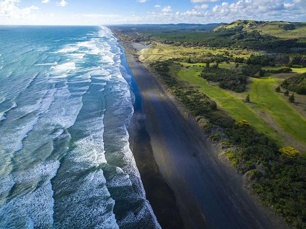 หาดทรายดำ หาดมูรีไว นิวซีแลนด์